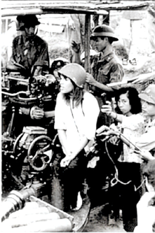 Jane Fonda with Hanoi gun crew in 1972