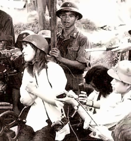 Jane Fonda with Hanoi gun crew